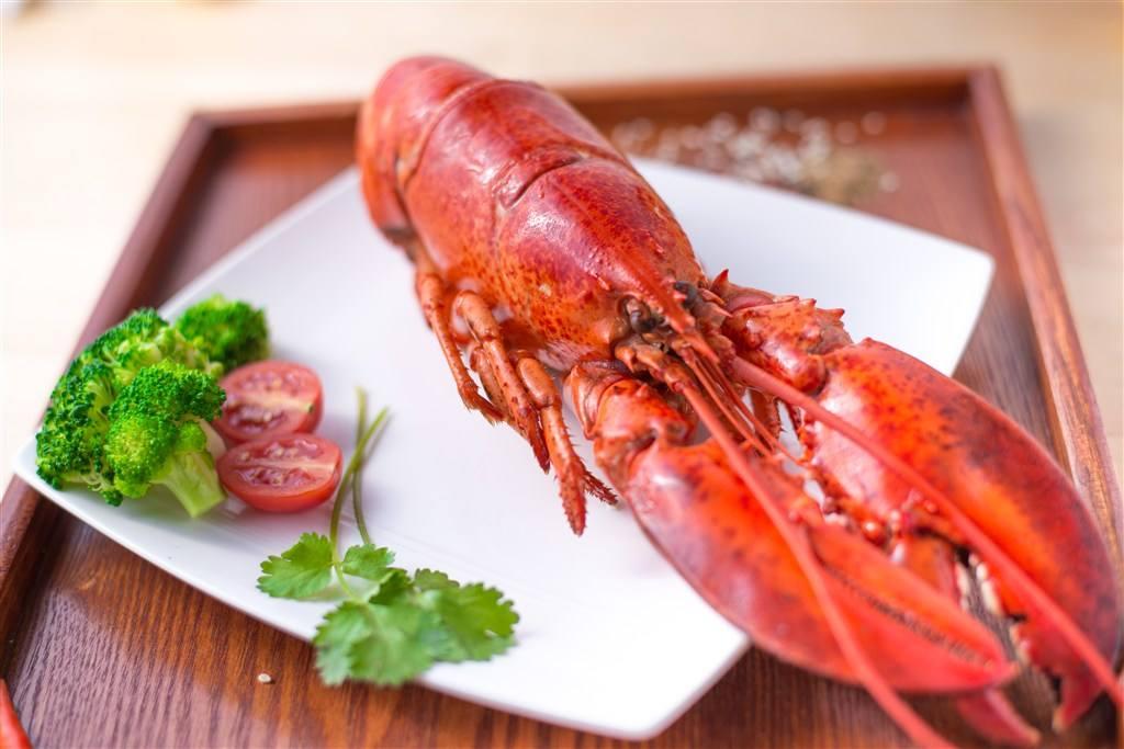 在重大宴会上或者是在重要宴席之上,澳洲龙虾绝对是体面之菜.